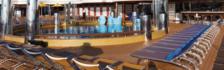 Piscine du bateau de croisière Costa Favolosa