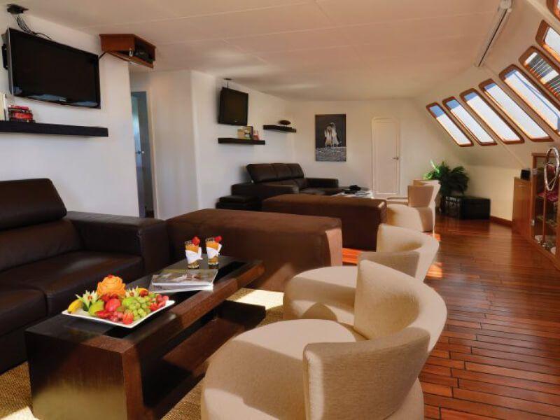 Lounge bar du bateau de croisière Celebrity Xploration