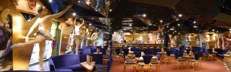 Bar du bateau de croisière Costa Magica