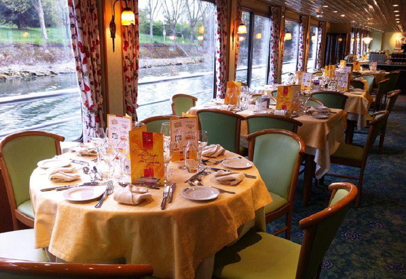 Restaurant à bord du Ms Botticelli