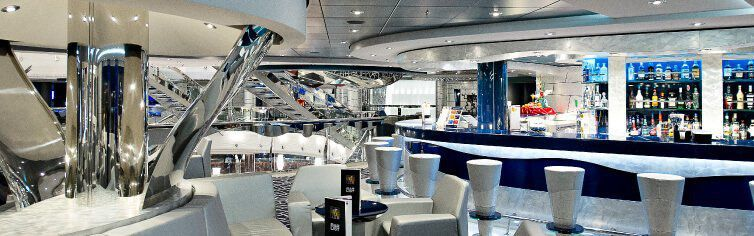 Bar du bateau de croisière MSC Divina