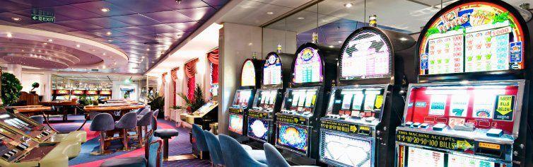Machine à sous dans le casino du bateau de croisière MSC Opera