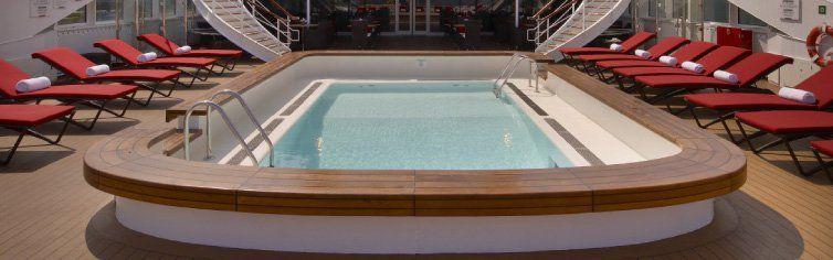 Piscine extérieure du bateau de croisière l'Austral