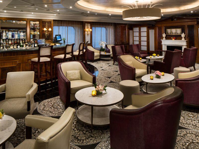 Bar Discoveries du bateau de croisière Azamara Journey