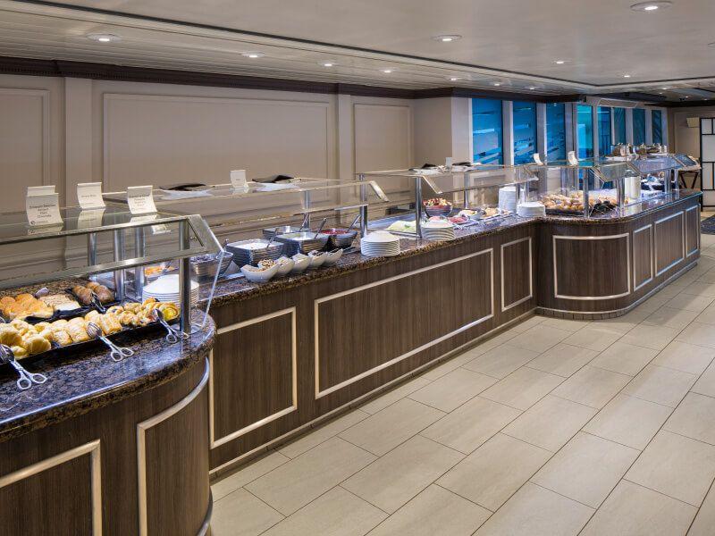 Buffet à bord du bateau de croisière Azamara Journey