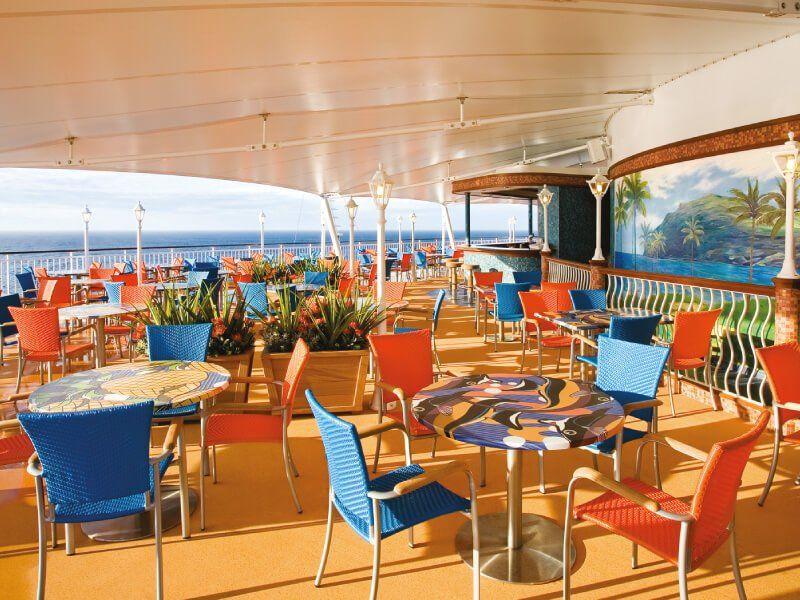 Bar extérieur du bateau de croisière Norwegian Jade