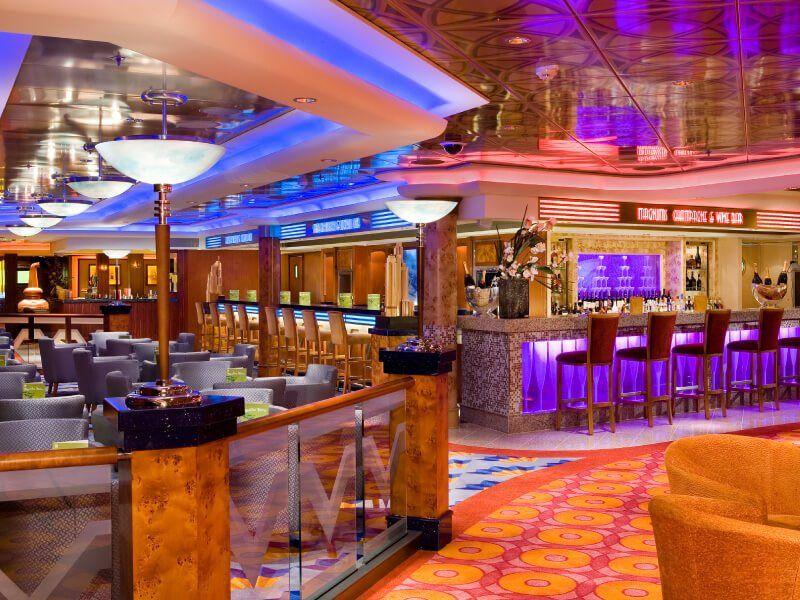 Bar central du bateau de croisière Norwegian Pearl