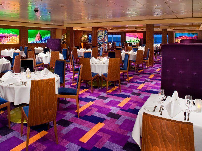 Restaurant principal du bateau de croisière Norwegian Pearl