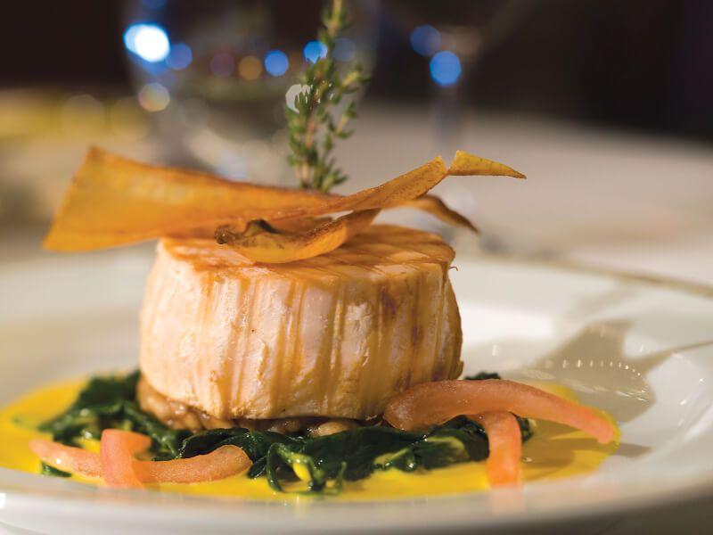 Plat à déguster au restaurant du bateau de croisière Seven Seas Voyager
