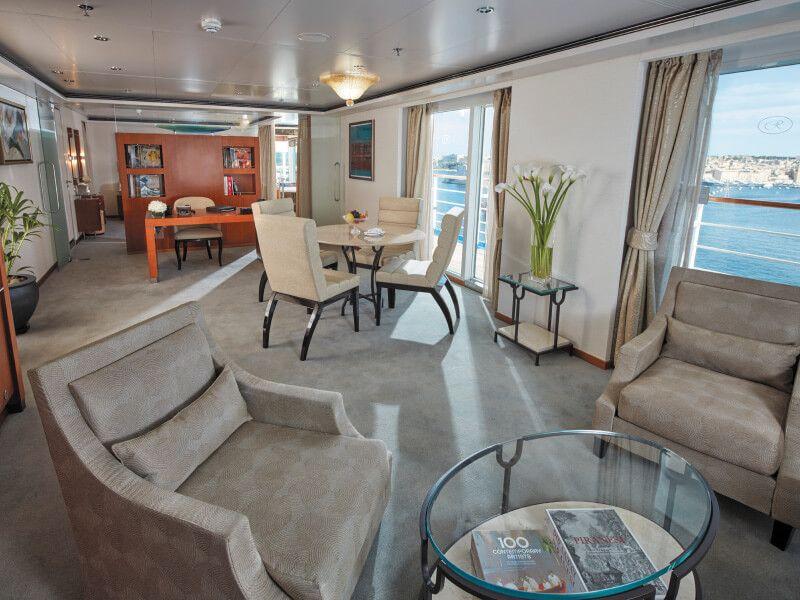 Salon de la Grand Suite du bateau de croisière Seven Seas Voyager