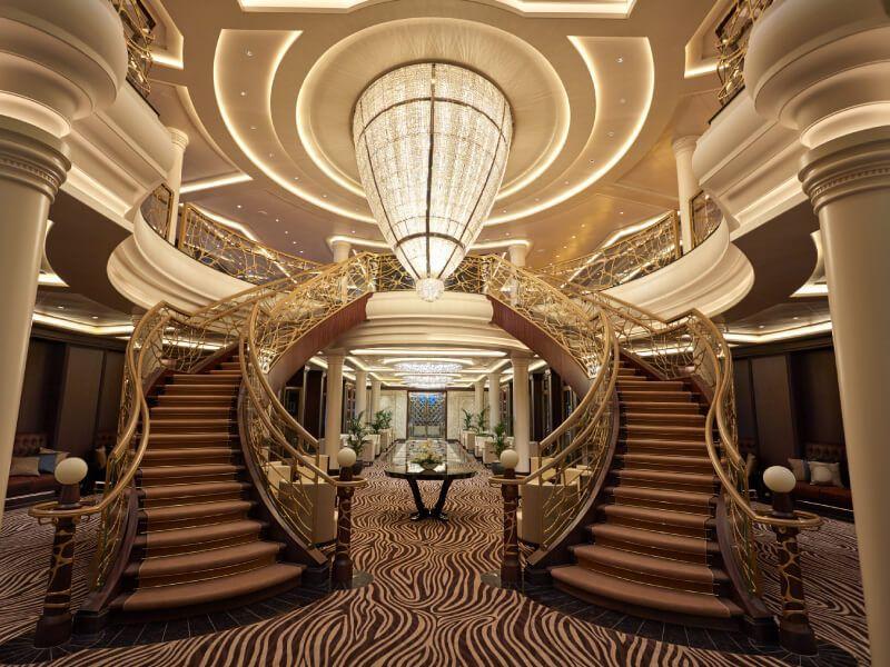 une autre vue de l'Atrium du bateau de croisière Seven Seas Explorer