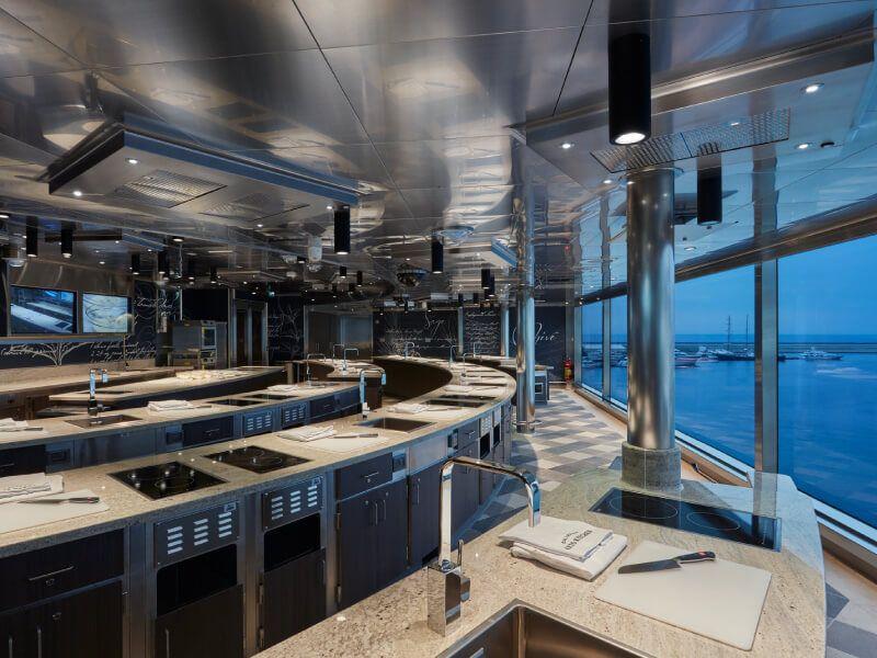 Cuisine d'art culinaire du bateau de croisière Seven Seas Explorer