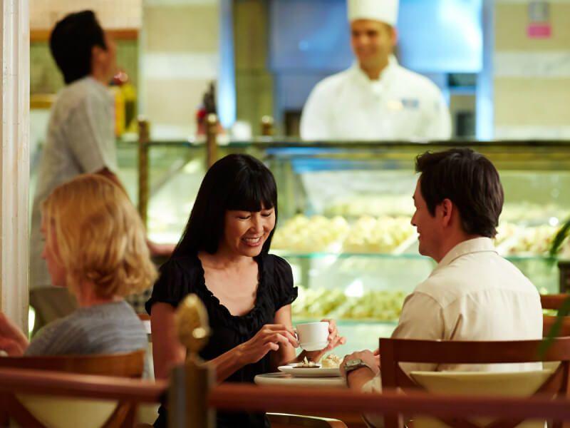 Café International du bateau de croisière Golden Princess
