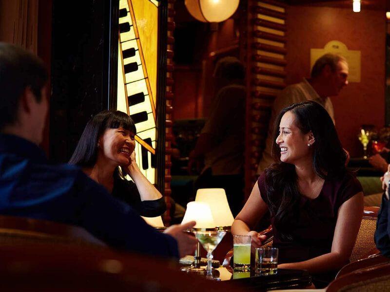 Salon bar du bateau de croisière Royal Princess