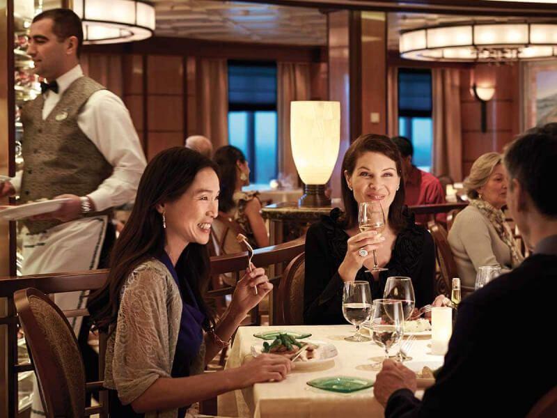 Restaurant du bateau de croisière Sapphire Princess