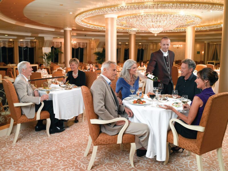 Restaurant du bateau de croisière Nautica