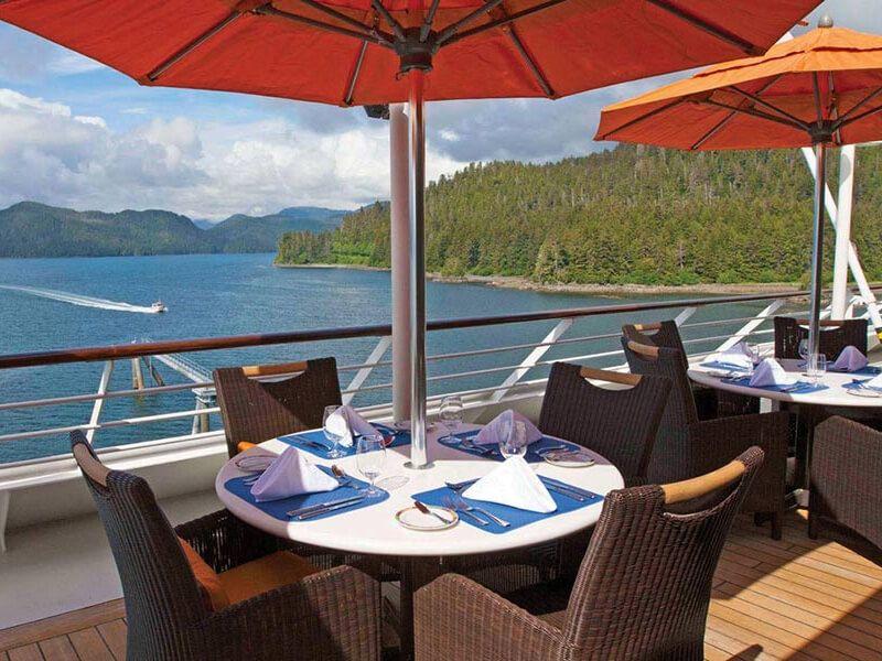 Terrasse café du bateau de croisière Nautica