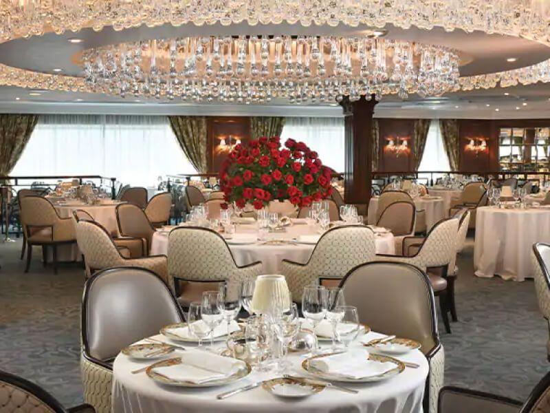 Restaurant du bateau de croisière Sirena