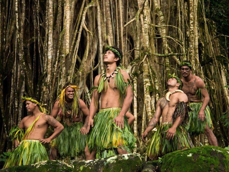 Danseurs lors d'une croisière à bord du bateau Aranui 5