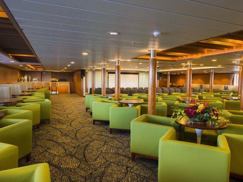Lounge du bateau de croisière Aranui 5