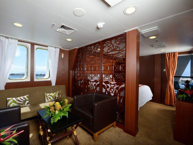 Salon de la suite Royale du bateau de croisière Aranui 5