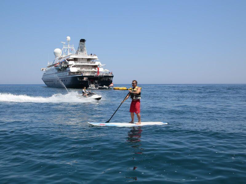 Paddle et Jetski lors d'une croisière à bord du bateau de croisière SeaDream II