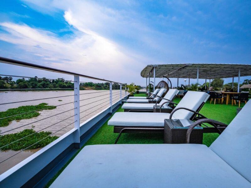 Pont soleil du bateau RV Indochine II