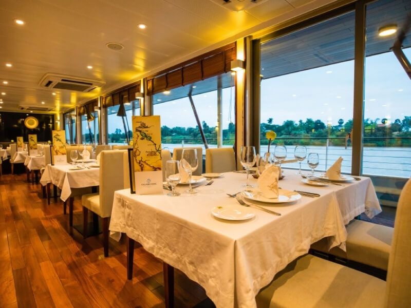 Restaurant du bateau RV Indochine II