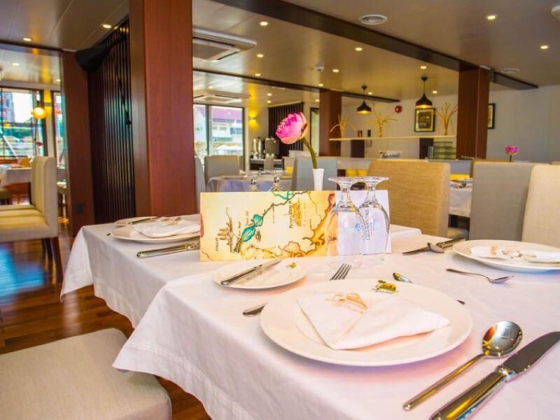 Restaurant du bateau RV Indochine II