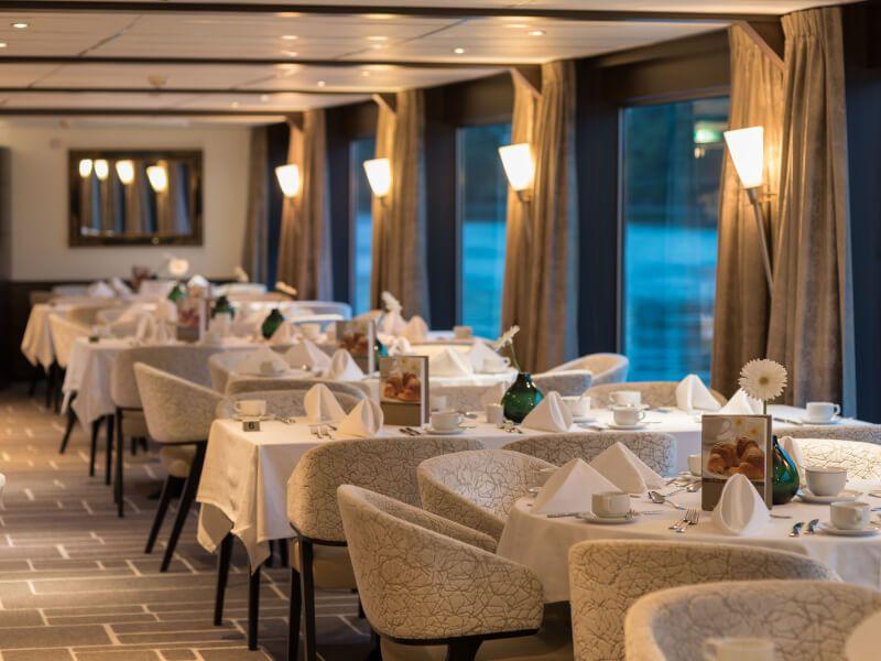 Panorama restaurant du bateau de croisière Amadeus Diamond