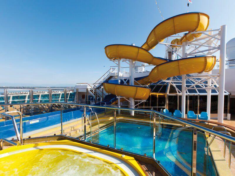 Toboggan de la piscine du bateau de croisière Costa Favolosa