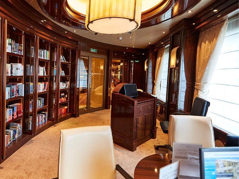 Café Internet et bibliothèque du bateau de croisière Majestic Princess