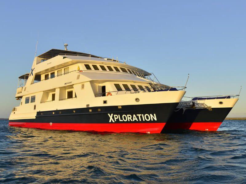 Vue de face du bateau de croisière Celebrity Xploration