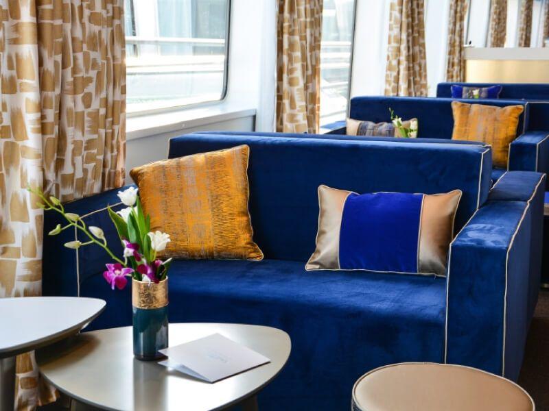 Espace salon bar du bateau MS Symphonie II