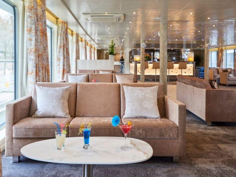 Salon bar du bateau MS Van Gogh