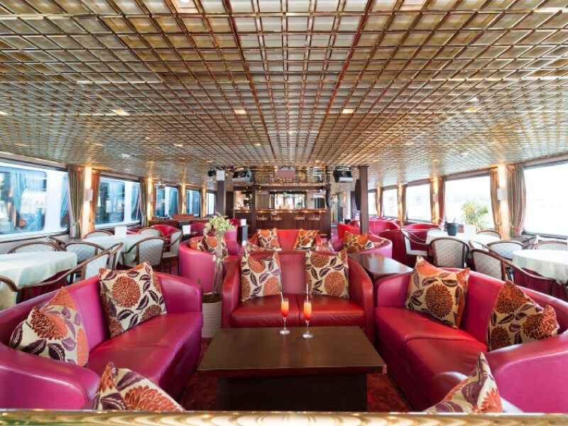 Salon bar du bateau MS Mona Lisa