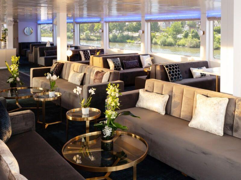 Salon bar du bateau MS Victor Hugo