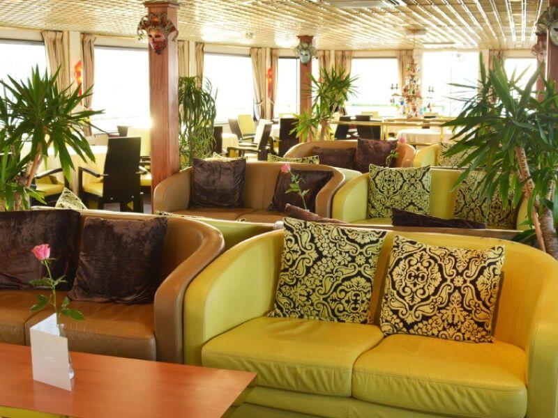 Salon bar du bateau MS Michelangelo