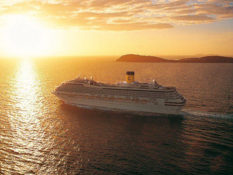 Coucher du soleil aperçu à bord du bateau de croisière Costa Fortuna