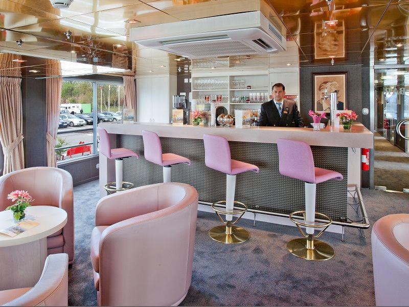 Salon et bar à bord du Ms Gérard Schmitter