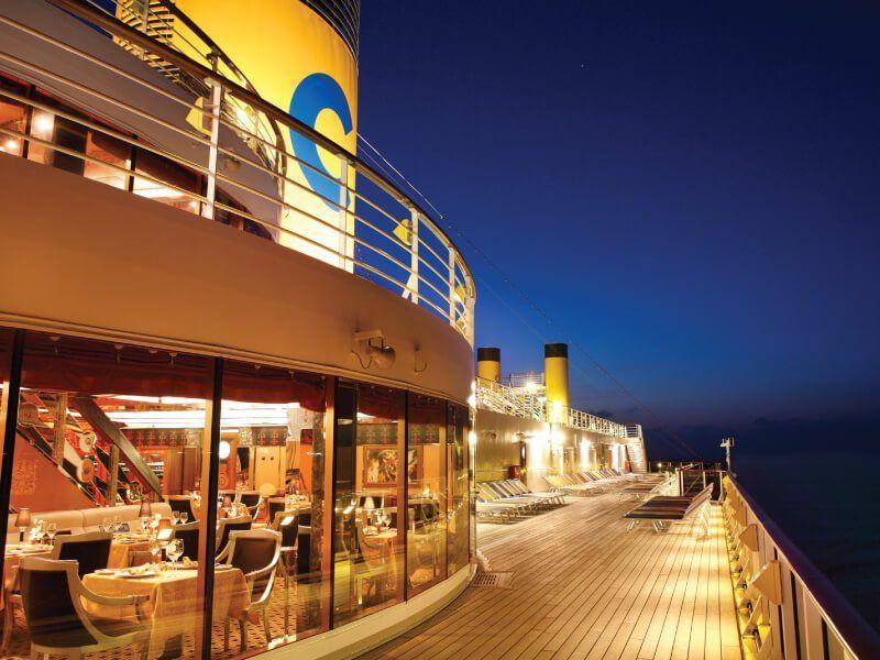 Pont supérieur du bateau de croisière Costa Mediterranea