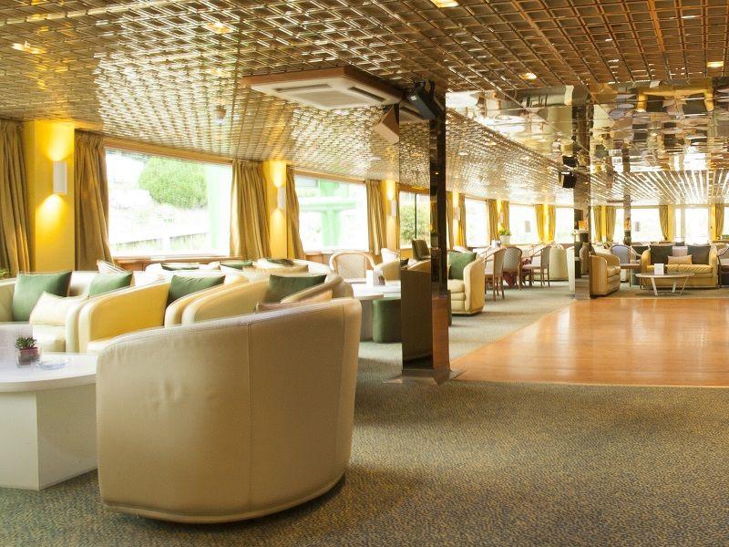 Salon bar et piste de danse à bord du Ms Fernao de Magalahes