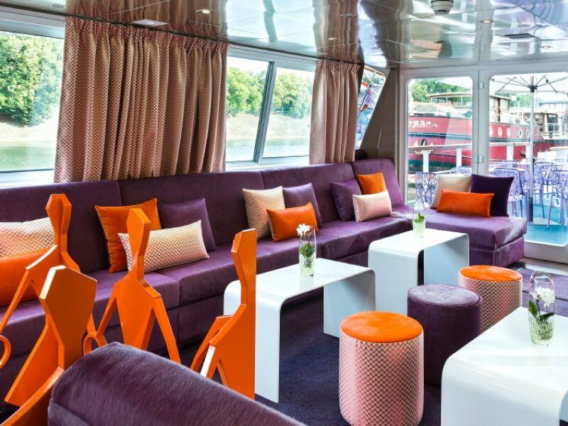 Salon bar du bateau Raymonde