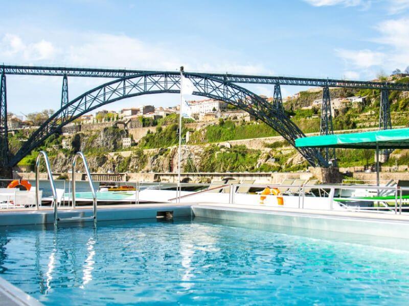 Pont soleil du bateau MS Miguel Torga