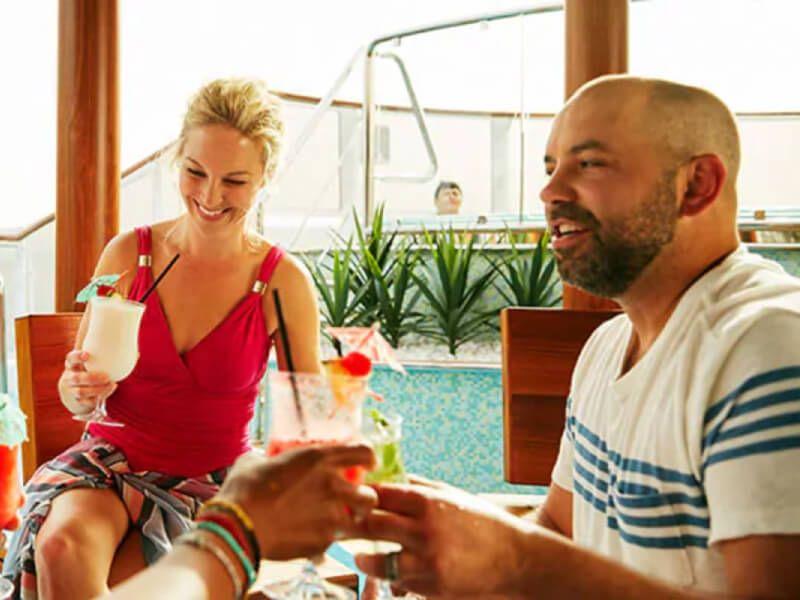 Bar du bateau de croisière Carnival Paradise