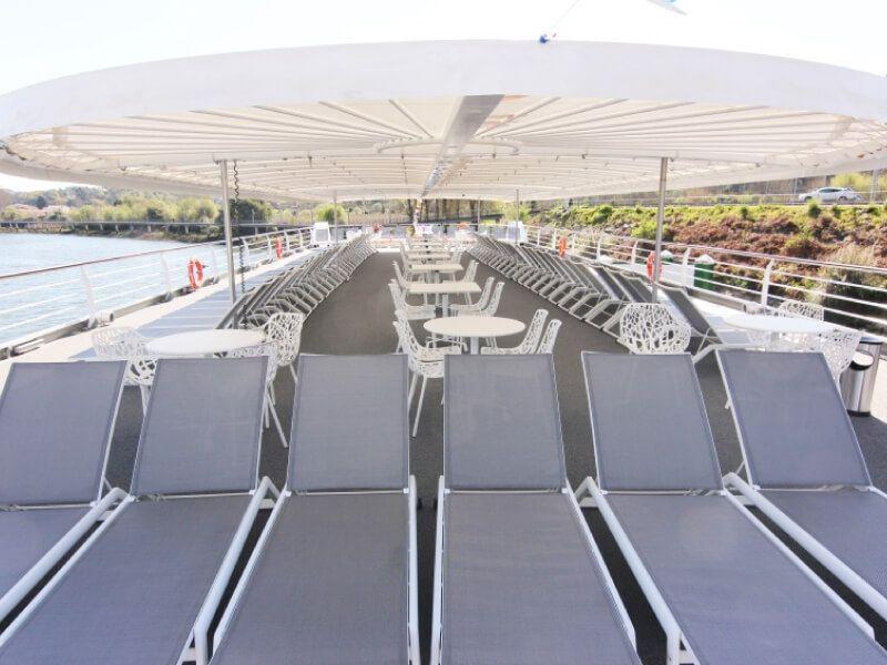 Pont soleil du bateau MS Amalia Rodrigues