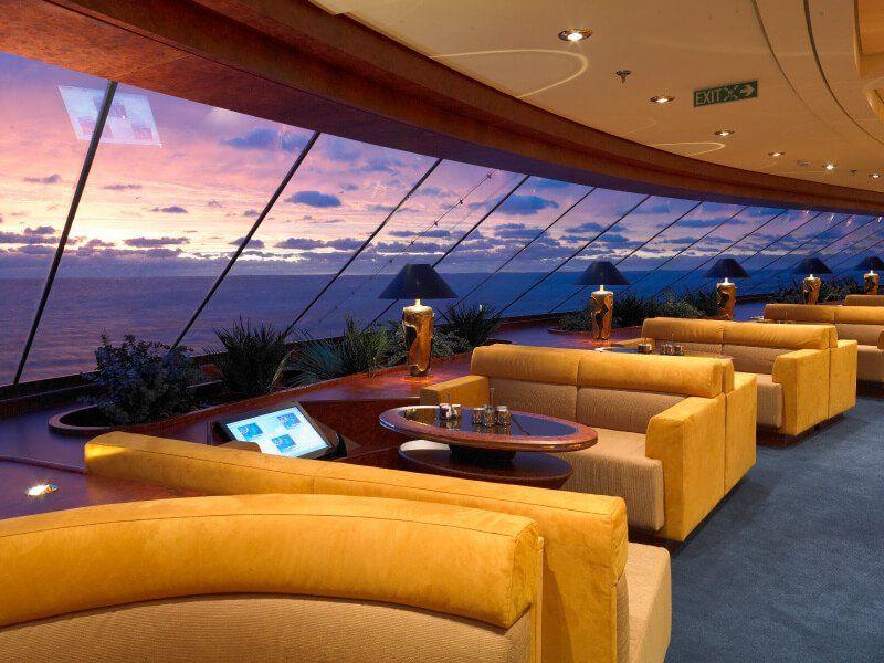 Bar Panoramique du bateau de croisière MSC Fantasia