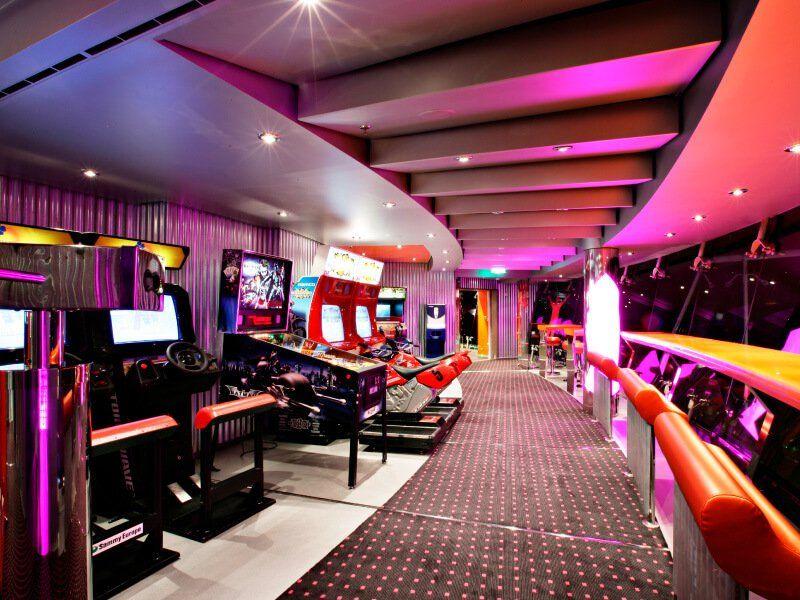 Salle dédiée aux jeux vidéos à bord du bateau de croisière MSC Fantasia