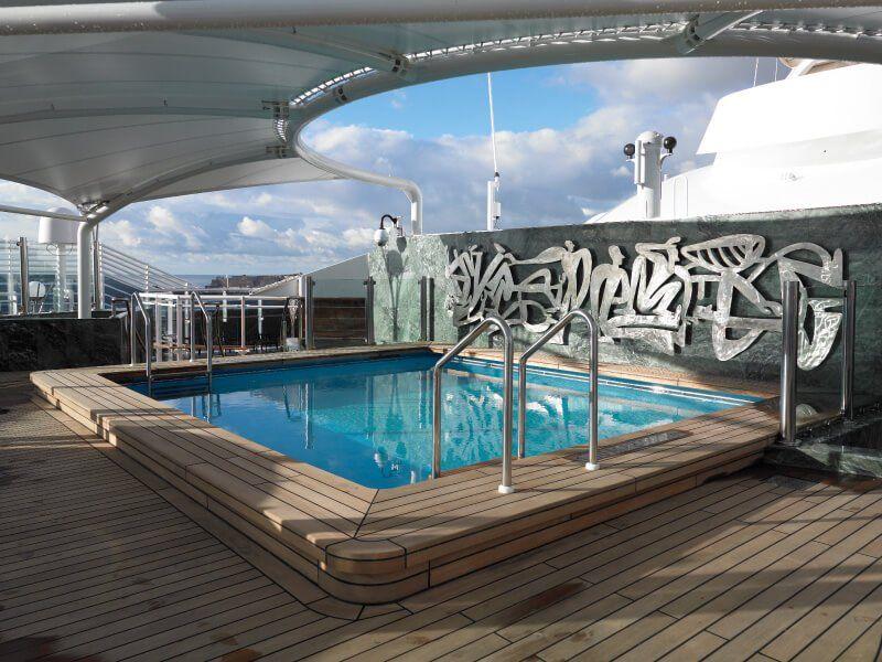 Piscine privée à bord du bateau de croisière MSC Fantasia