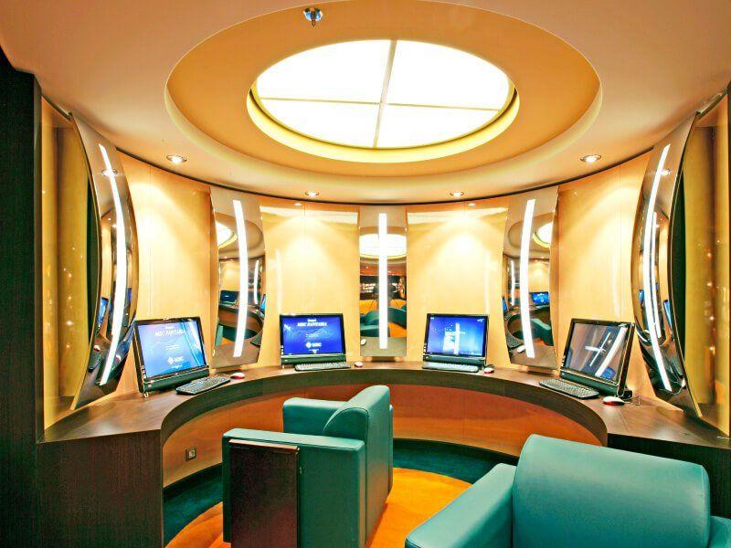 Point d'accès Internet à bord du bateau de croisière MSC Fantasia